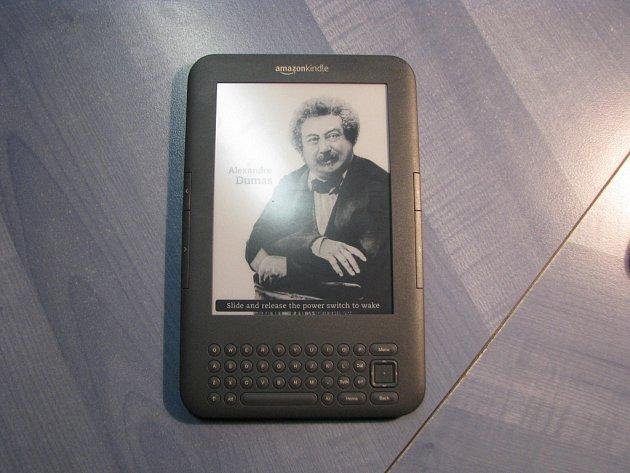 Elektronická čtečka Kindle. Ilustrační foto.