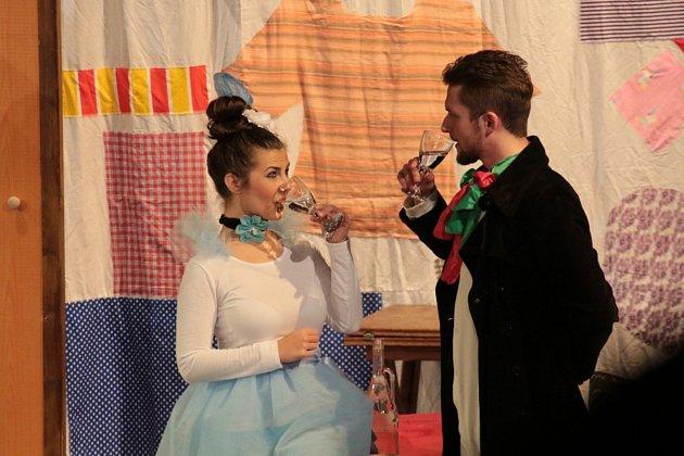 Hradecká divadelní společnost Jablonský odehrála na Střelnici reprízu komedie Goldoniáda.
