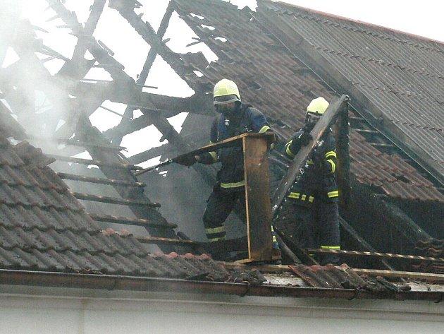 Požár řadového domu v Kardašově Řečici.