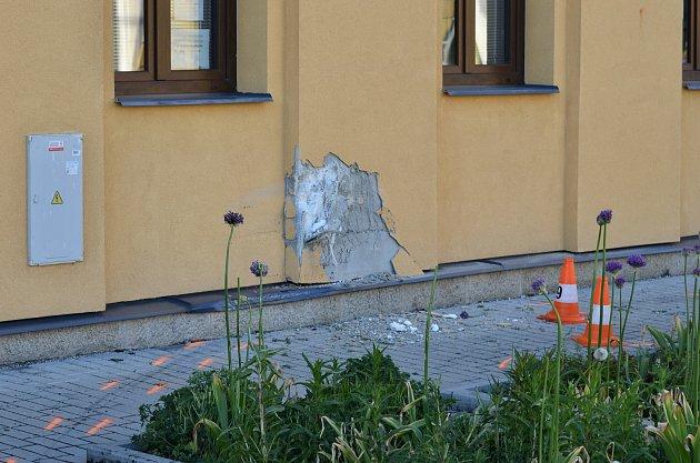 Tragický střet auta schodcem vKardašově Řečici na přechodu uškoly.
