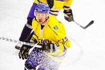 Útočník Marek Dvořák patřil dlouhé roky k tahounům hokejistů Vajgaru, nyní střílí góly v okresním přeboru v dresu hradeckých Cannoners.