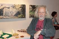 """Výstava Jiřího Tillera """"Monolog času – Šumava vlkům""""."""