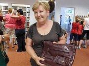 Do charitativní akce Deníku Kabelkový veletrh přispěla také Marie Haneflová, která kabelku donesla do Pravdovy knihovny v Jarošově nad Nežárkou.