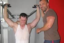Fitness Piketa nabízí ke cvičení celou řadu strojů.