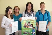 Žákyně 5. Základní školy v Jindřichově Hradci vyhrály soutěž o zdravé výživě.