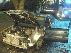 Požár auta u Klikova.