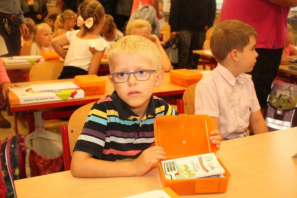 První školní den na ZŠ Boženy Němcové v Dačicích.