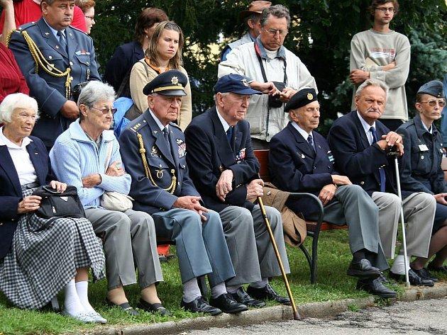 Setkání válečných letců v Deštné.