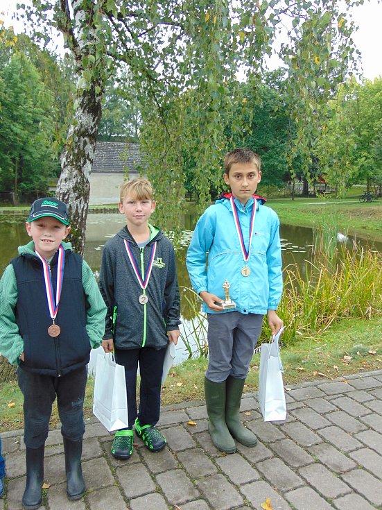 Vítězové rybářských závodů.