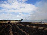 Požár zasáhl 22 hektarů pole.