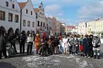 Senioři ve Slavonicích uspořádali tradiční masopustní obchůzku.