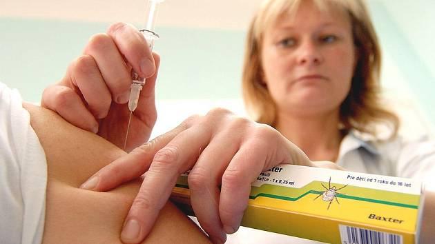 Očkování proti klíšťovém zánětu mozkových blan. Ilustrační foto.