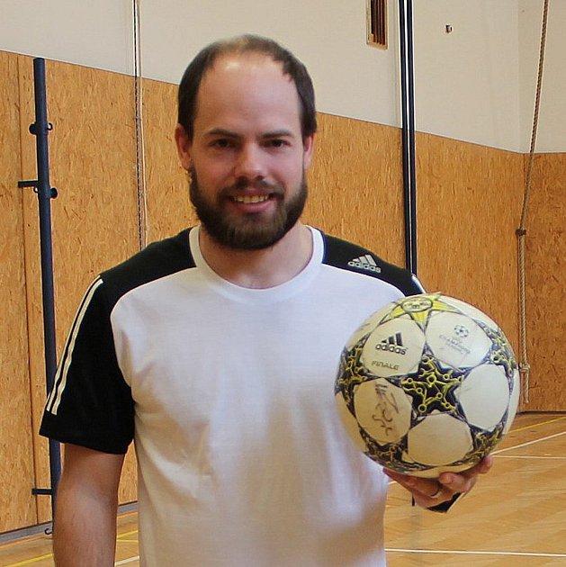 Fotbalový trenér a učitel tělocviku z1. základní školy vJindřichově Hradci Jan Beneš.