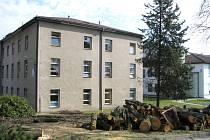 Úpravy areálu jindřichohradecké nemocnice pro stavbu nového pavilonu.