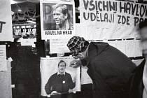 Výstava Záblesky svobody aneb konec 80. let ve fotografiích Miloše Fikejze.