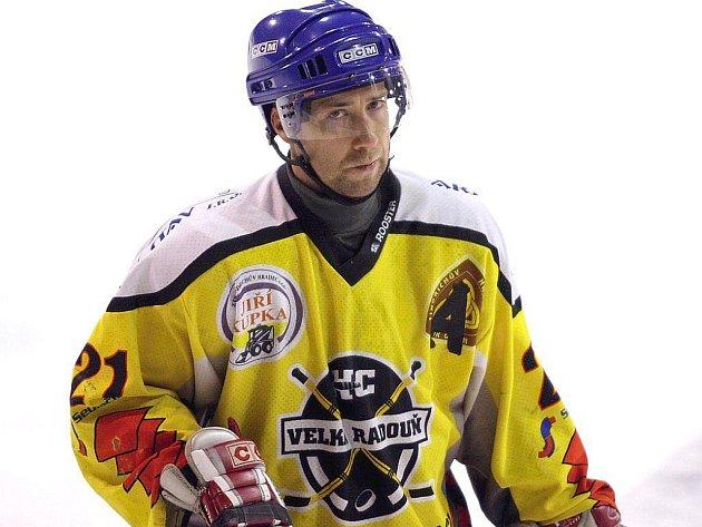 Útočník Zdeněk Jedlinski by měl být oporou hokejistů Velké Radouně i v nadcházejícím ročníku krajského přeboru, který pro tým z Jindřichohradecka začne poslední víkend v září  utkáním v Č. Krumlově.