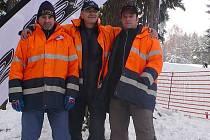 O bezpečný provoz lyžařského vleku se starali vlekaři (zleva): Štefan Fejko, Miroslav Váňa a Zdeněk Michálek.