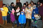 V Okrouhlé Radouni si koledy zazpívali i lidé z Horní a Kostelní Radouně.