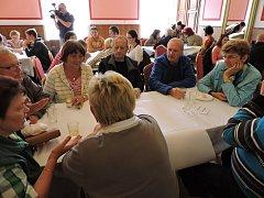OBČANÉ DAČIC se sešli u kulatého stolu v rámci projektu Zdravé město Dačice, aby diskutovali nad studií rekonstrukce Městského kulturního střediska.