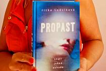 Jindřichohradecká spisovatelka vydala letos svou třetí knihu s názvem Propast.