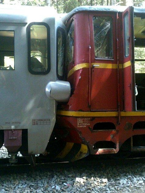 Srážka vlaků na úzkokolejce ve Chválkově.
