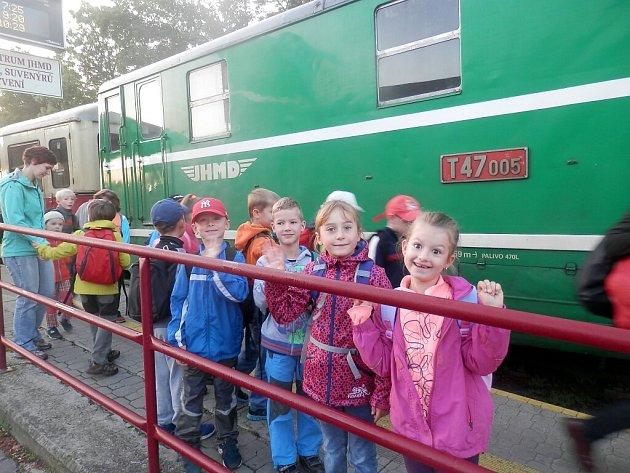 Druháci z 5. základní školy v J. Hradci se vydali za prvoukou do přírody.