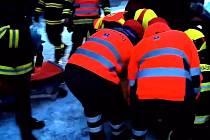 Hasiči v Suchdole nad Lužnicí vyprošťovali zaklíněnou osobu v havarovaném autě.