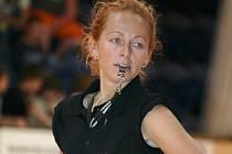 Belinda Pragerová (na snímku) patřila dlouhé roky mezi hlavní opory jindřichohradeckých basketbalistek.  V současné době trénuje společně s Ladislavou Zadinovou a Šárkou Štěrbovou minižáky Slovanu,  kteří dosahují mimořádných úspěchů.