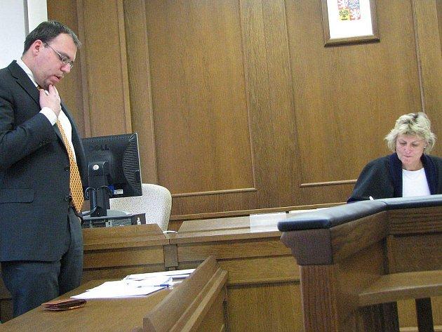 Právní zástupce Karla Schwarzenberga Vít Berka ve středu při závěrečné řeči u Okresního soudu v Jindřichově Hradci.