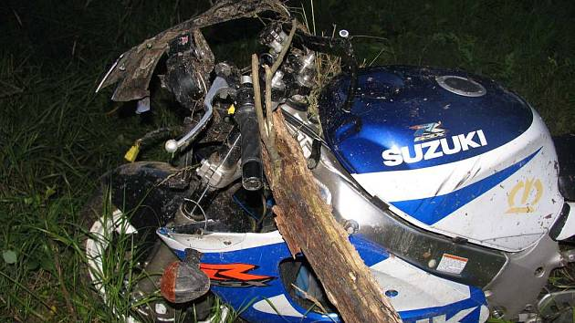 U Jarošova nad Nežárklou havaroval motorkář.