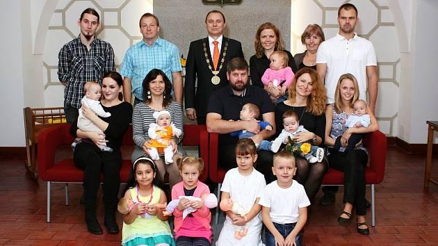 Novými občánky Dačic jsou Kamila Chocholoušová, Veronika Švecová, Antonín a František Adamcovi a Jan Skořepa.