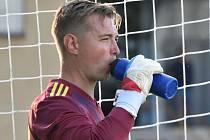 Brankář třeboňských fotbalistů Jakub Skála si připsal druhé čisté konto v sezoně a také díky jeho zákrokům Jiskra poměrně nečekaně zvítězila v Protivíně 3:1.