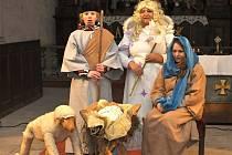 Na Česko zpívá koledy si ve Starém Městě pod Landštejnem připravili i divadlo.