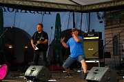 Na Třeboňském rynku vystupují kapely bez nároku na honorář.