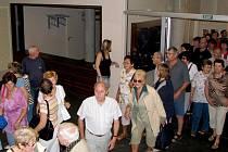 Možnosti podívat se do nově zrekonstruovaných prostor historické Besedy využilo nespočet Třeboňáků i návštěvníků města. Po celé dopoledne si mohli objekt důkladně prohlédnout.
