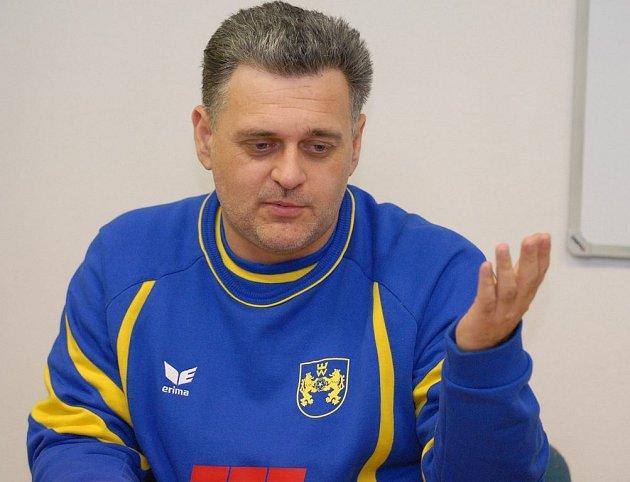 Trenér jindřichohradeckých házenkářek René Kumpán byl po porážce s Pískem hodně zklamaný. Nyní se však jeho zrak už upíná k sobotnímu zápasu, v němž  domácí hráčky prověří soupeř z nejsilnějších – tuzemský mistr z Olomouce.