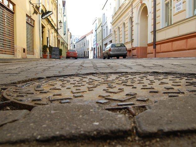 Štítného ulice v Jindřichově Hradci před rekonstrukcí. Ilustrační foto.