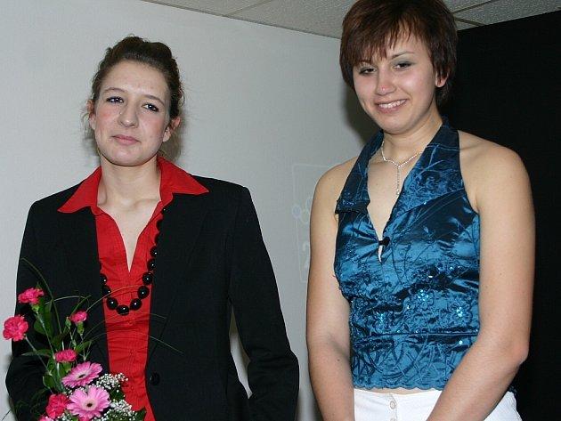 Mistrovství republiky na dlouhé trati ve veslování u Hořína na Mělnicku se zúčastnily na dvojce bez kormidelníka juniorek i zástupkyně třeboňského veslování Hana Janátová a Blanka Šindlerová .