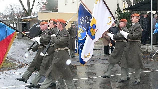 Slavnostním pochodem  si vojáci 153. záchranného praporu v Jindřichově Hradci připomenuli 15 let od vzniku záchranného útvaru. Nyní budou pochodovat na rozloučenou.