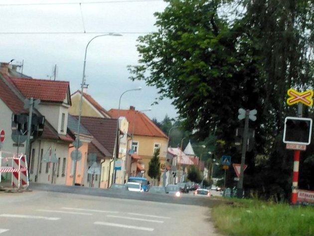 Kvůli poruše nefungovala na přejezdu v J. Hradci u bývalých jatek světelná signalizace.