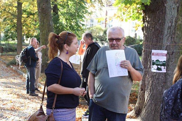 Odnést si památku na kaštanovou nadílku a zároveň se vyjádřit ke zrušení rozhodnutí mohli lidé na úterním happeningu v parku.