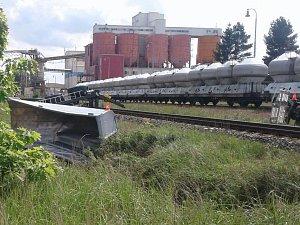 Střet náklaďáku s vlakem na přejezdu u Nové Vsi nad Lužnicí