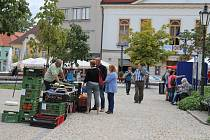 Na trhu v J. Hradci nabízeli zboží farmáři.