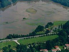 VELKÁ VODA. Letecký pohled na dům rodiny Hamerníkovy v Majdaleně.