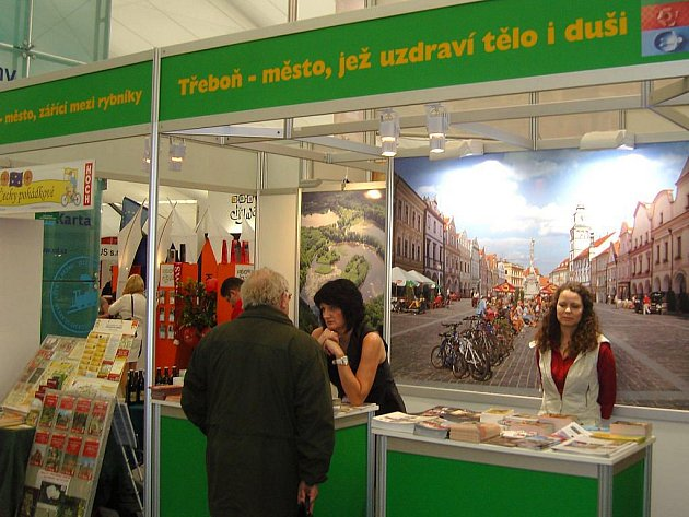 Třeboň reprezentovala na veletrhu Holiday World i pracovnice třeboňského íčka Eva Potužáková (na snímku).