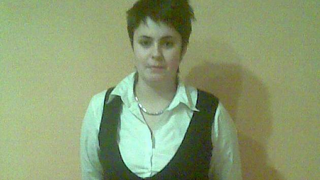 MARIE JANÁKOVÁ. Pracuje jako servírka v hotelu, nebyl to sice její původní sen, ale povolání ji baví, hlavně práce s lidmi.