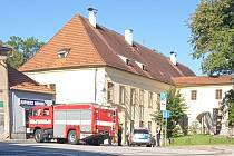 Uzavřené okolí Okresního soudu v Jindřichově Hradci kvůli ohlášení bomby.