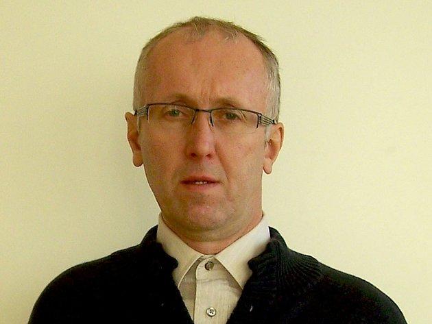 Ředitel Základní školy a Mateřské školy Velká Lhota Milan Hřava.