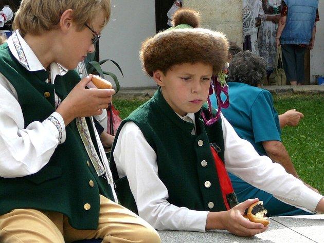 Ani omladině není folklór cizí.