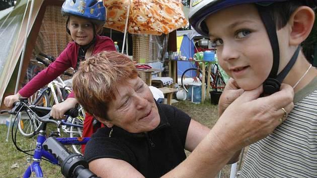 Táborníci v kempu Hejtman - jih v Chlumu u Třeboně.